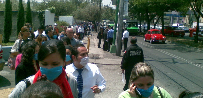 People_waring_face_masks_in_Mexico-27April2009